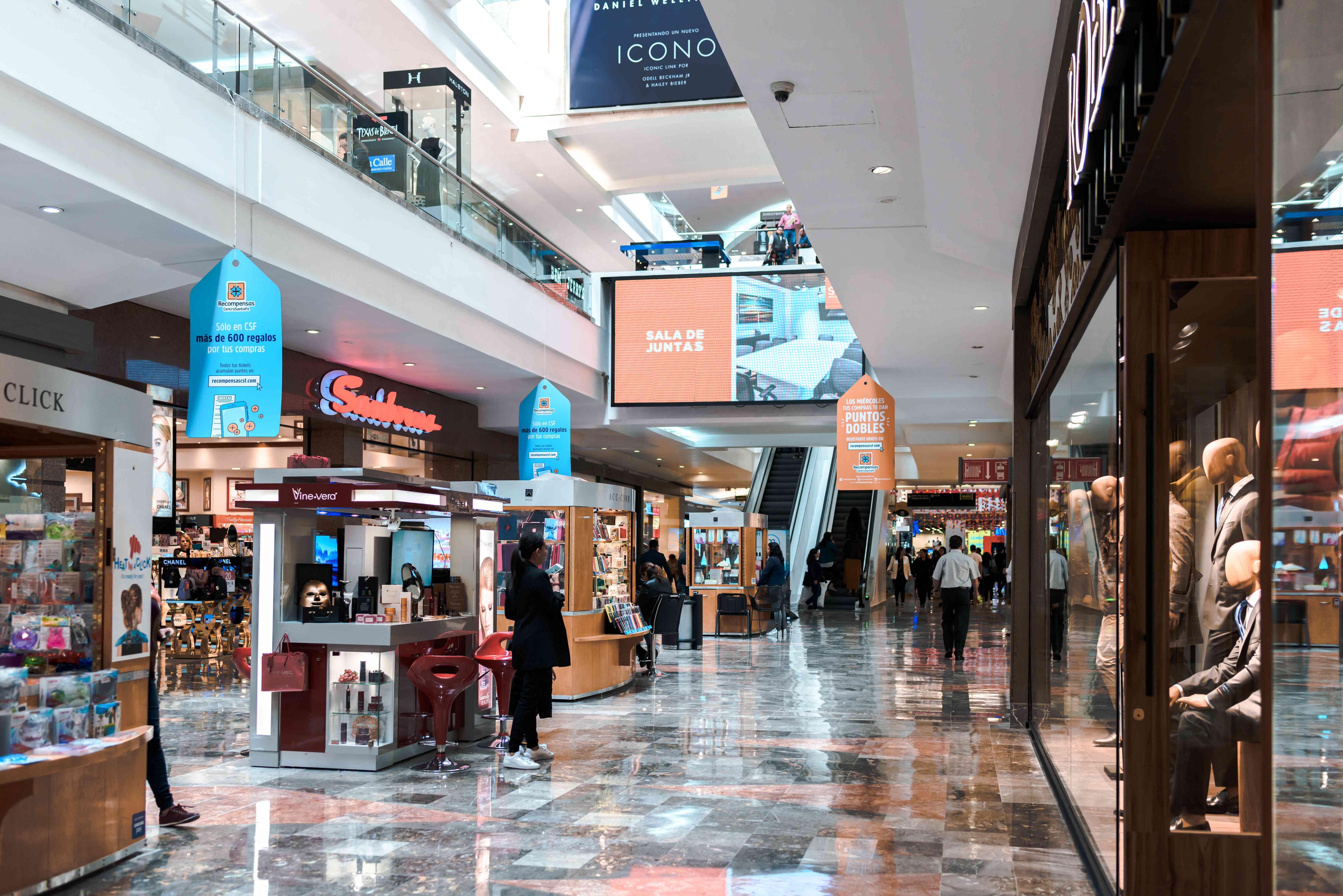Shops on the inside of Centro Santa Fe