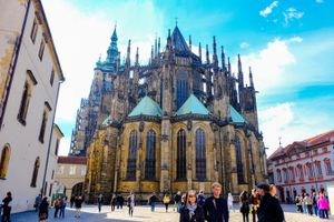 A crowd in front of Prague Castle