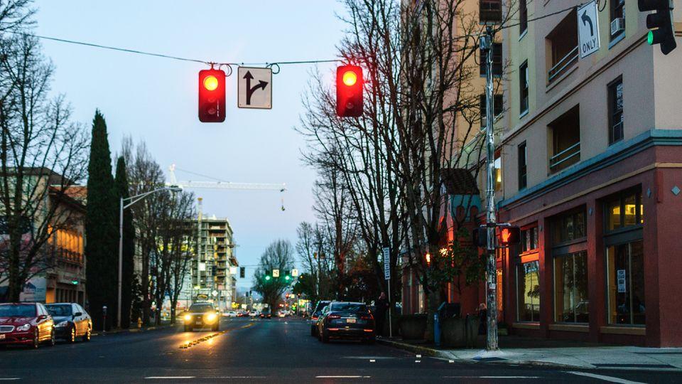 Eugene, calle Oregon al anochecer