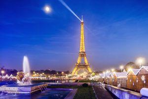 Christmas market near the Eiffel Tower, Paris