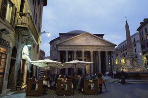 Restaurant and the Pantheon illuminated at dusk, Piazza della Rotonda, Rome, Lazio, Italy, Europe