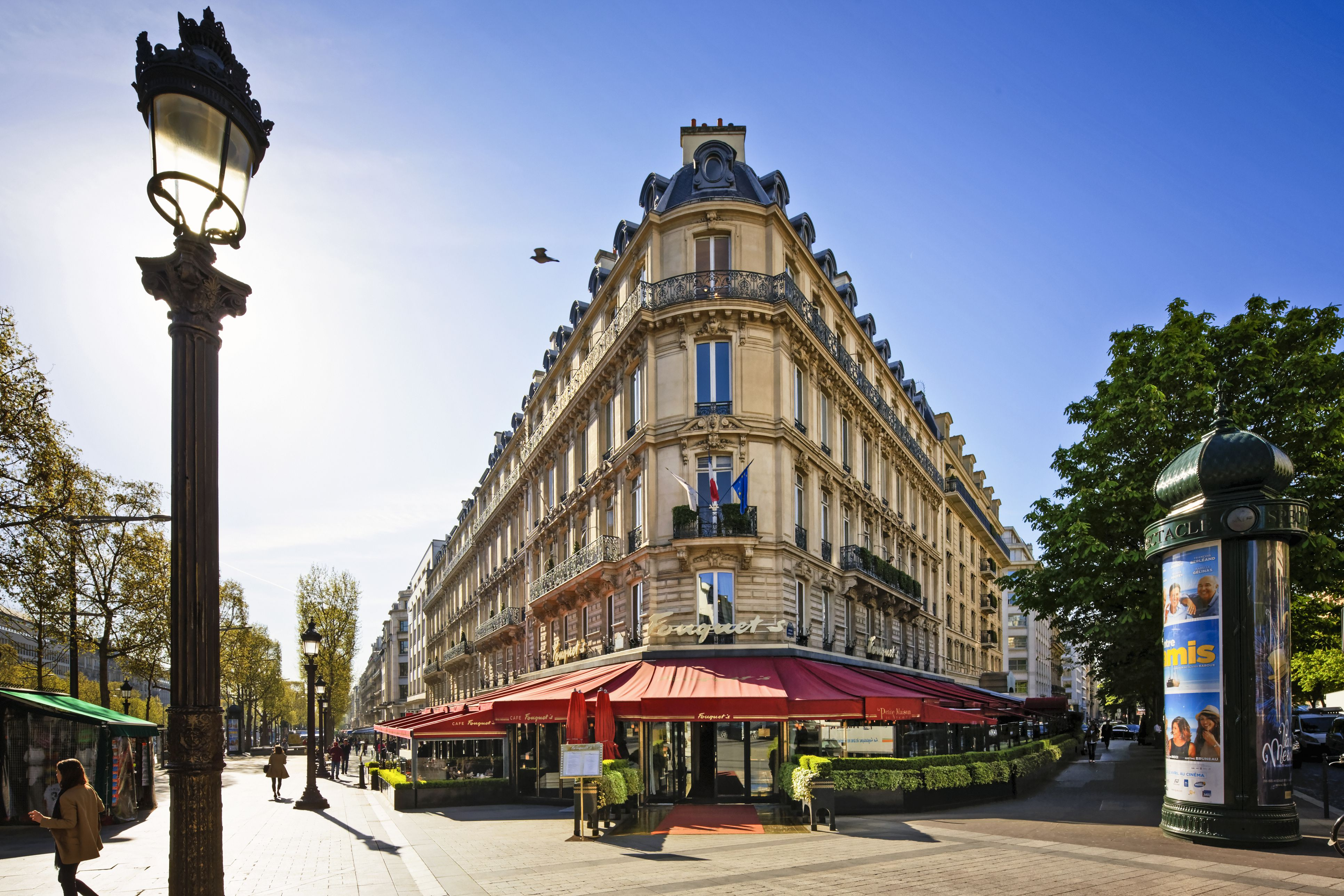 Avenue des Champs Elysees en Paris