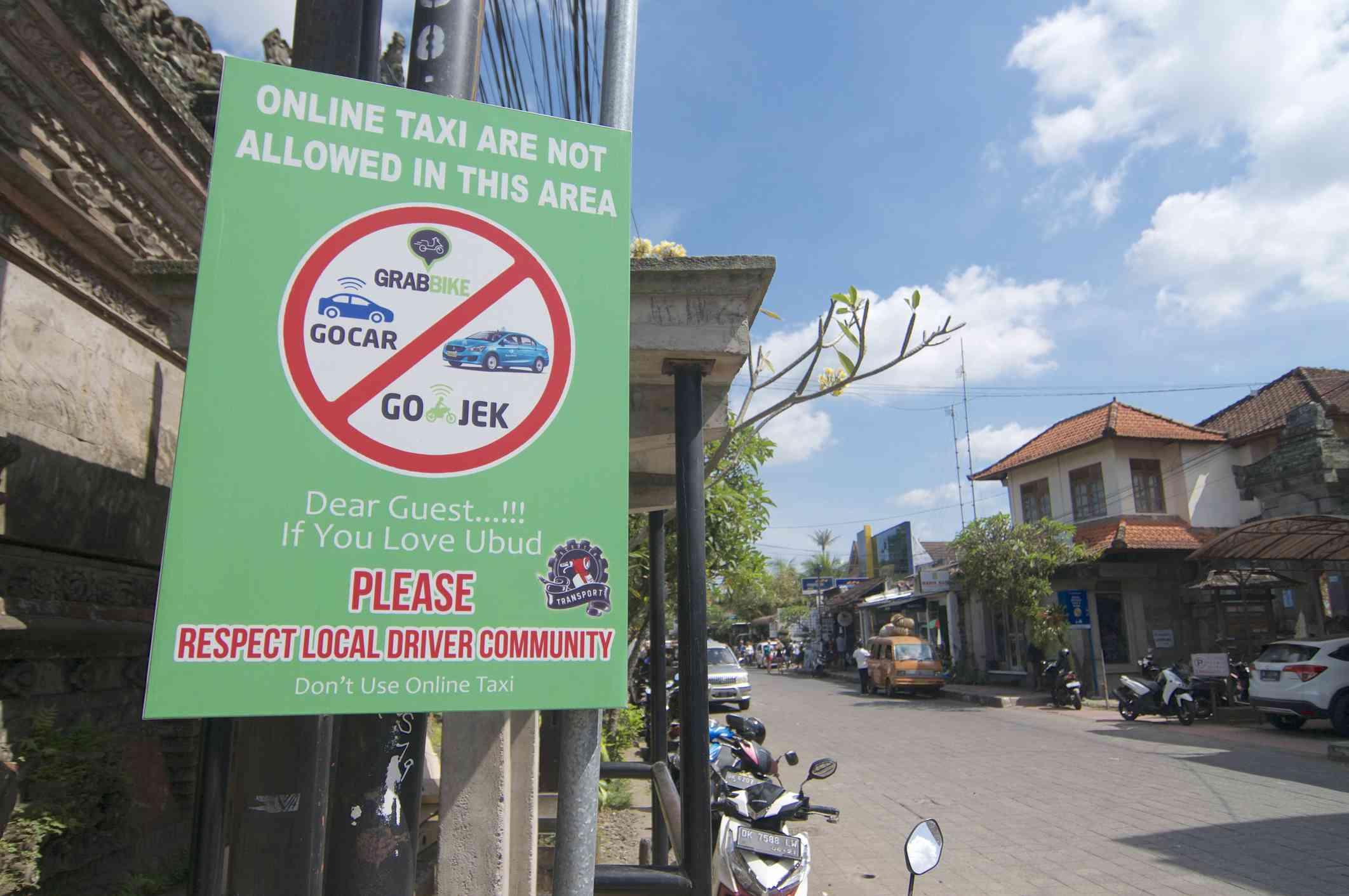 Restricciones a los taxis en línea en Bali, Indonesia