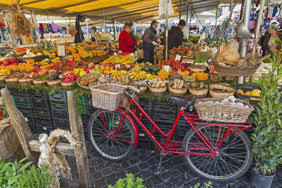 Roma, Italia. Mercado del Campo dei Fiori.