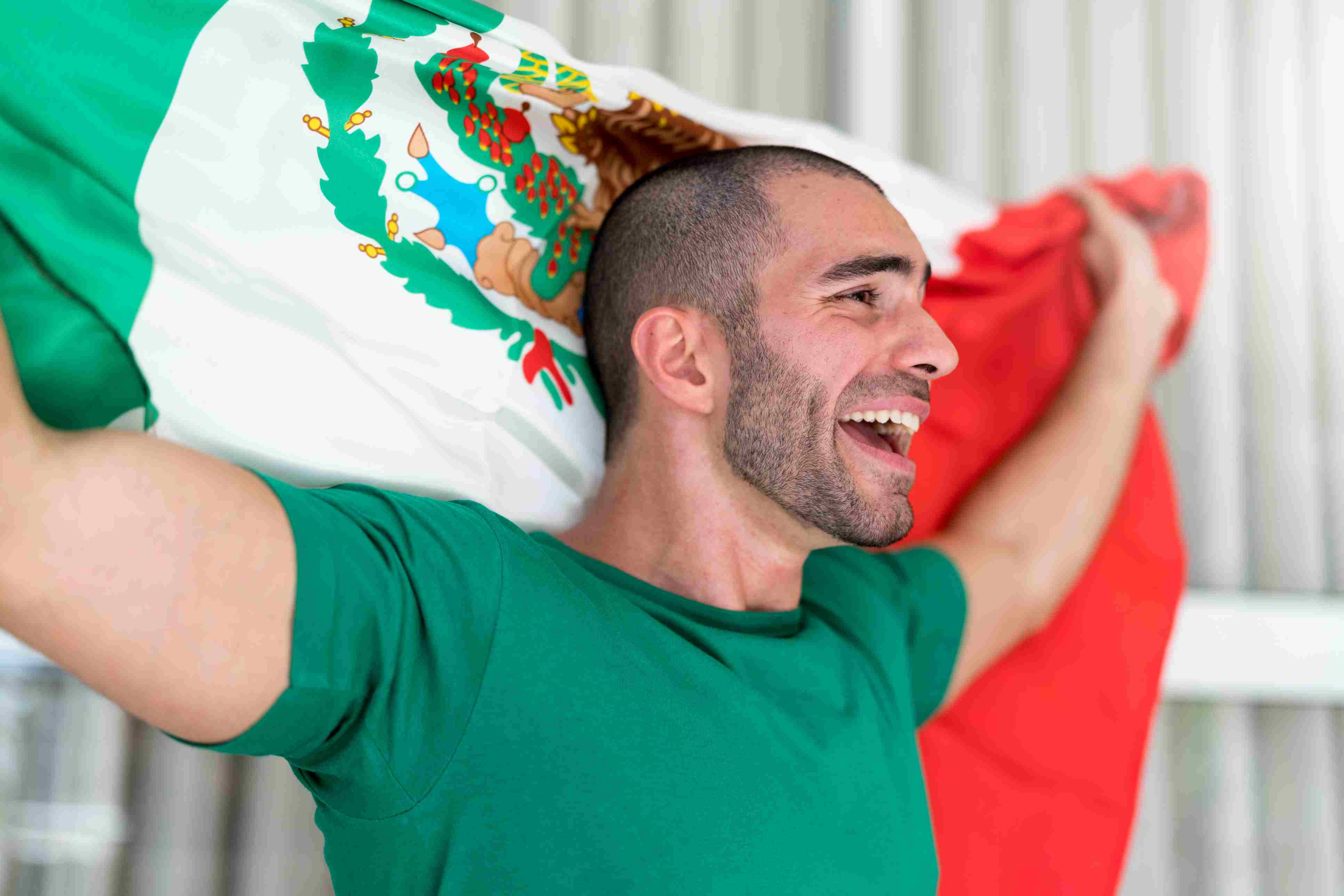 Patriotism and celebration of a Mexican young fan