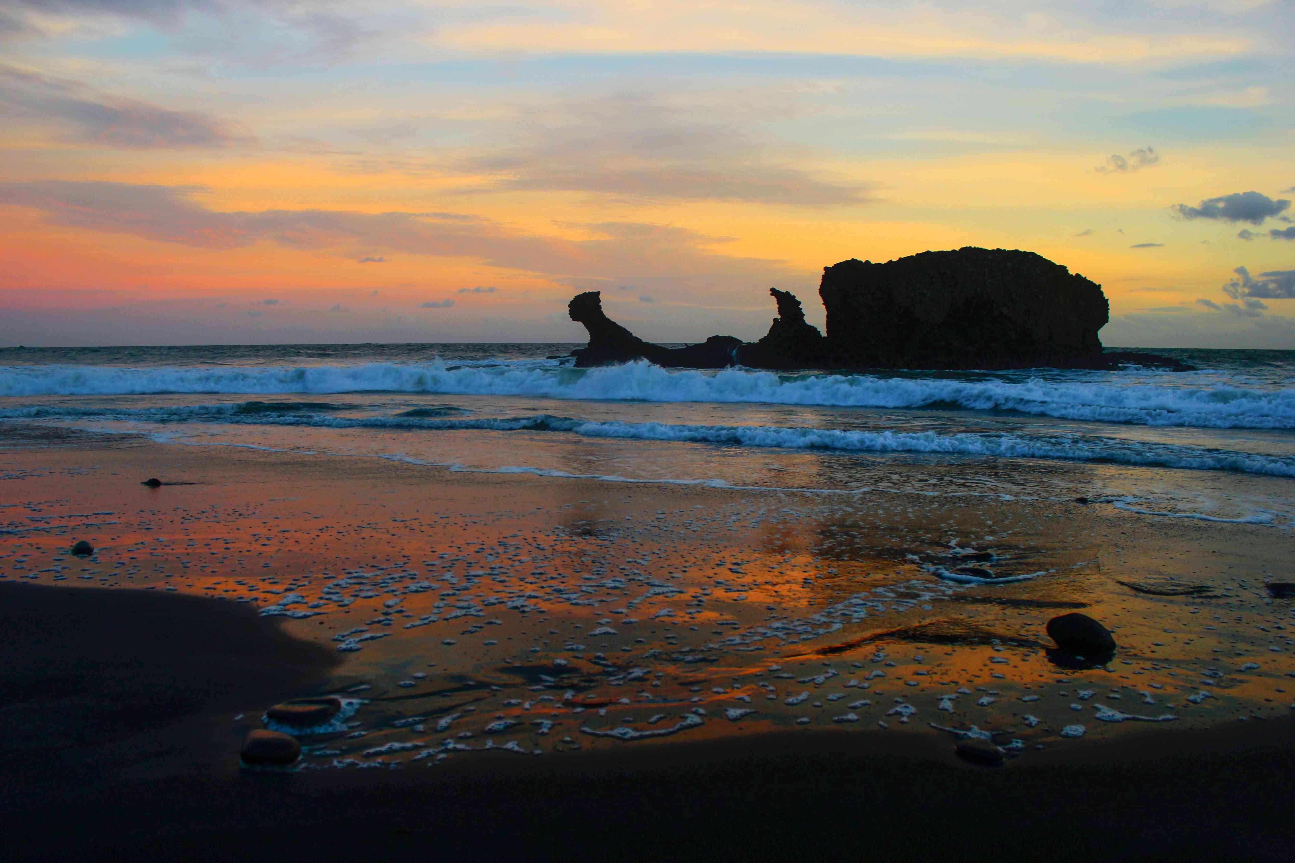 Sunset on El Tunco Beach