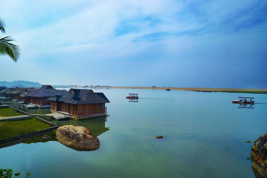Isla Poovar Resort