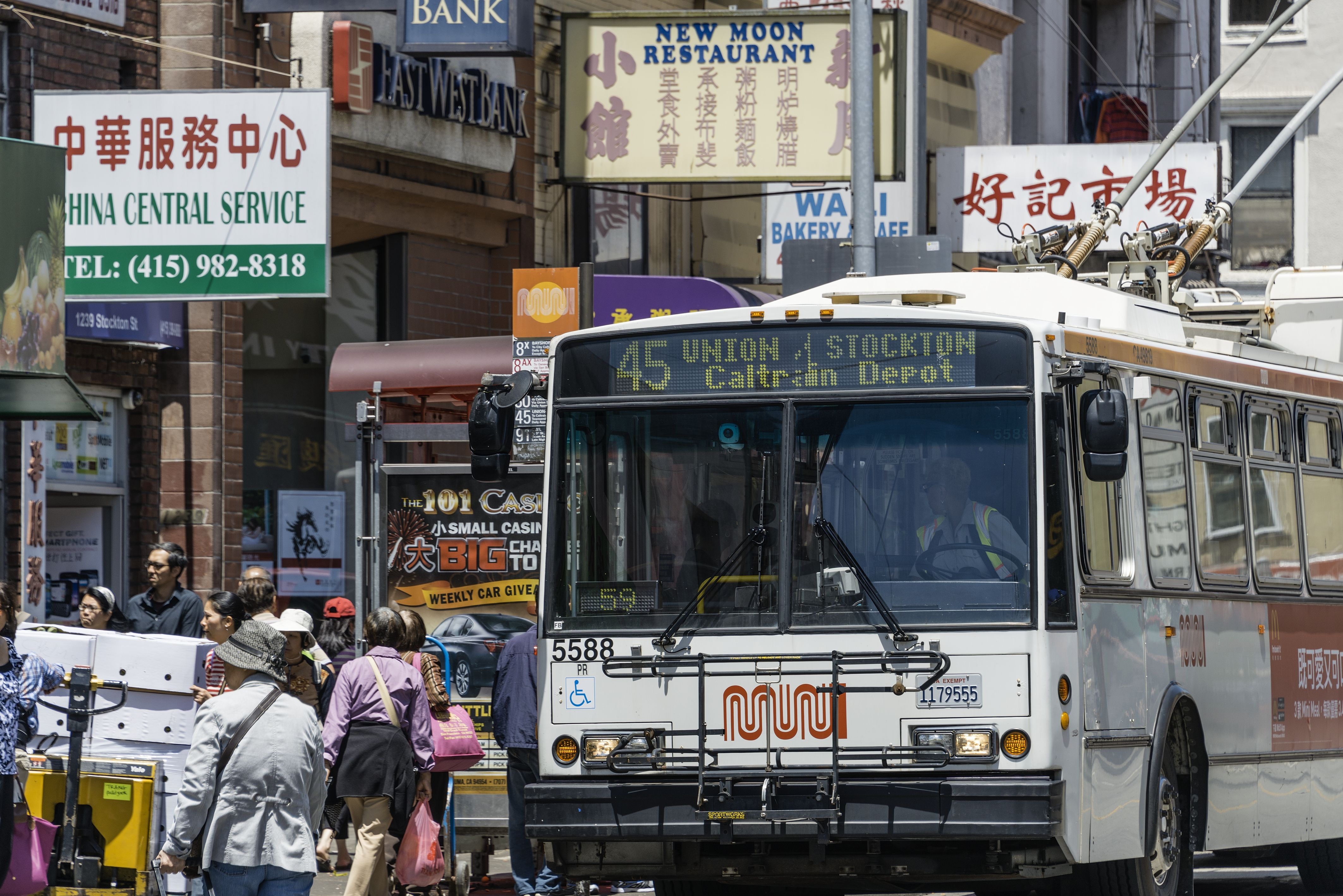 How to Travel Cheaply by Bus in the U S
