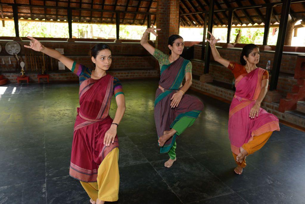 Bharatanatyam Classical Dance from Kalakshetra Foundation