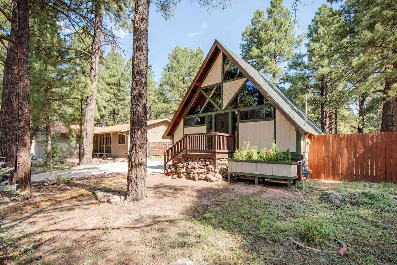 Flagstaff Cabin with Fenced Backyard