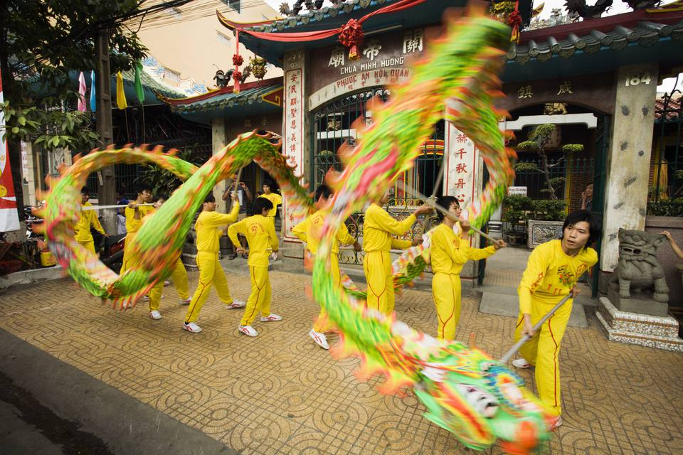 dragon dance during tet in vietnam