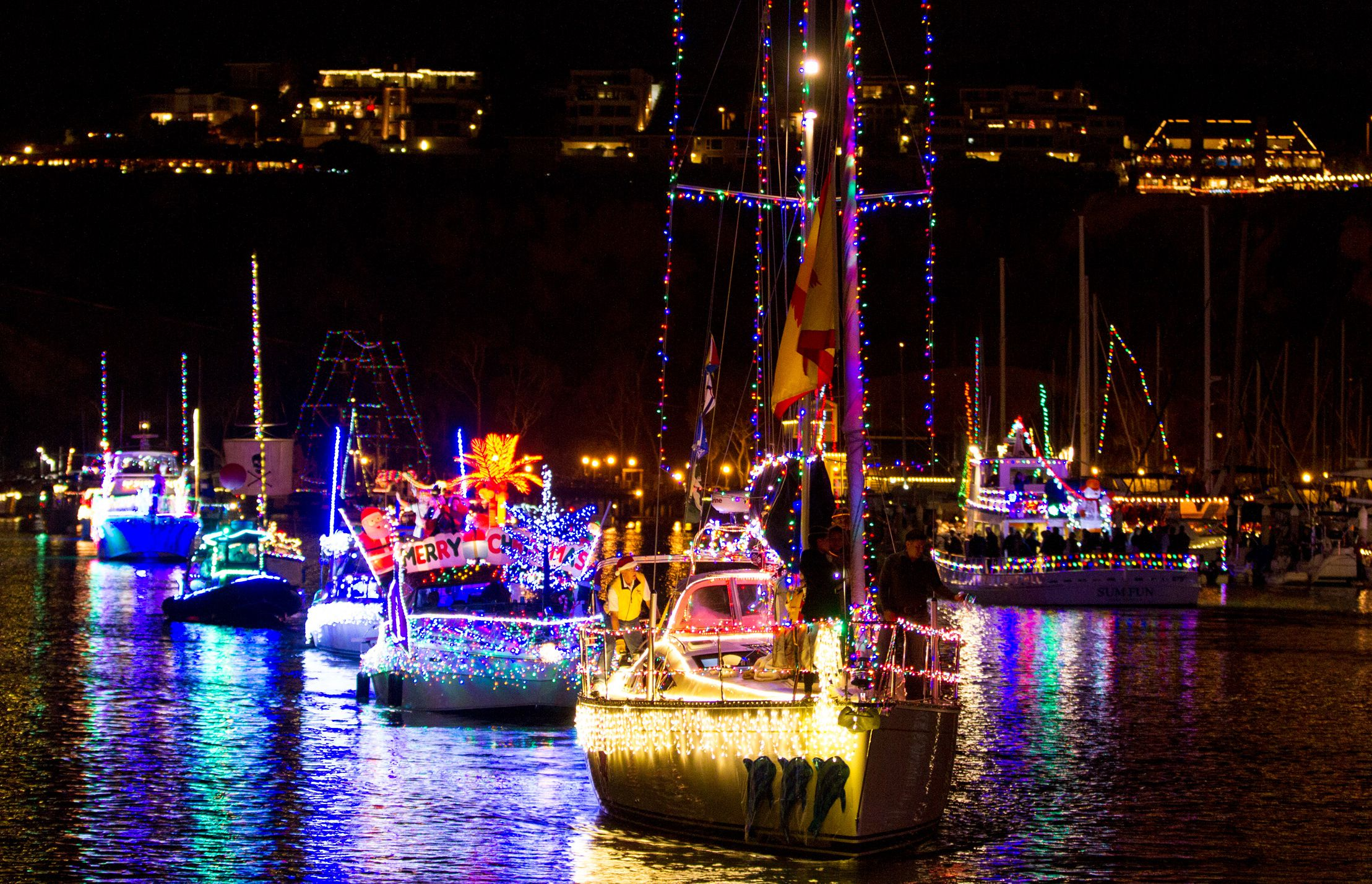 Naples Long Beach Christmas Lights 2018.Christmas Boat Parades In La And Orange Counties