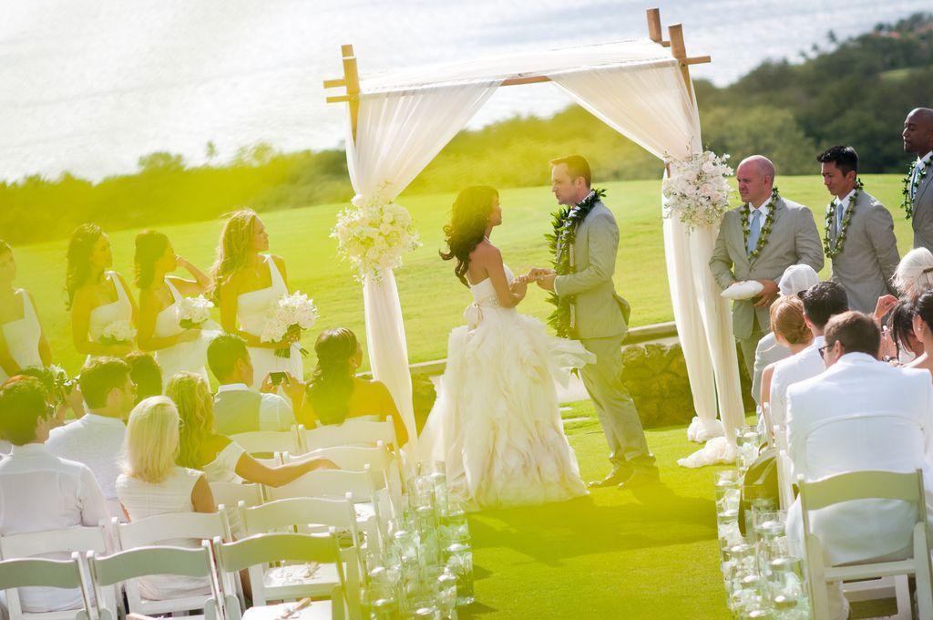 71dbd163 Hawaii Wedding Attire - Dos and Don'ts