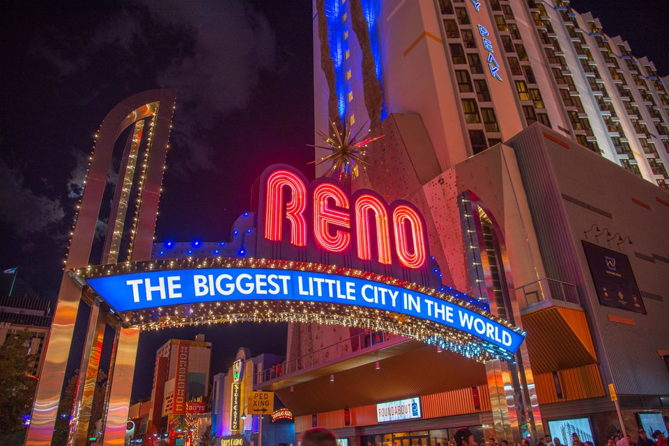 Reno SIgn lit up at night