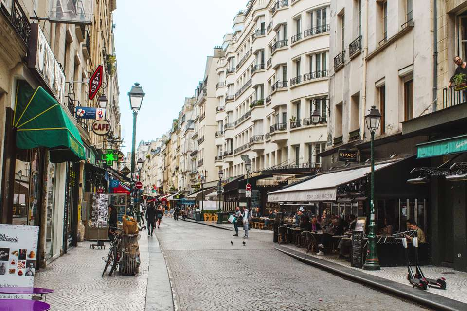 What Stores and Shops are Open on Sunday in Paris?