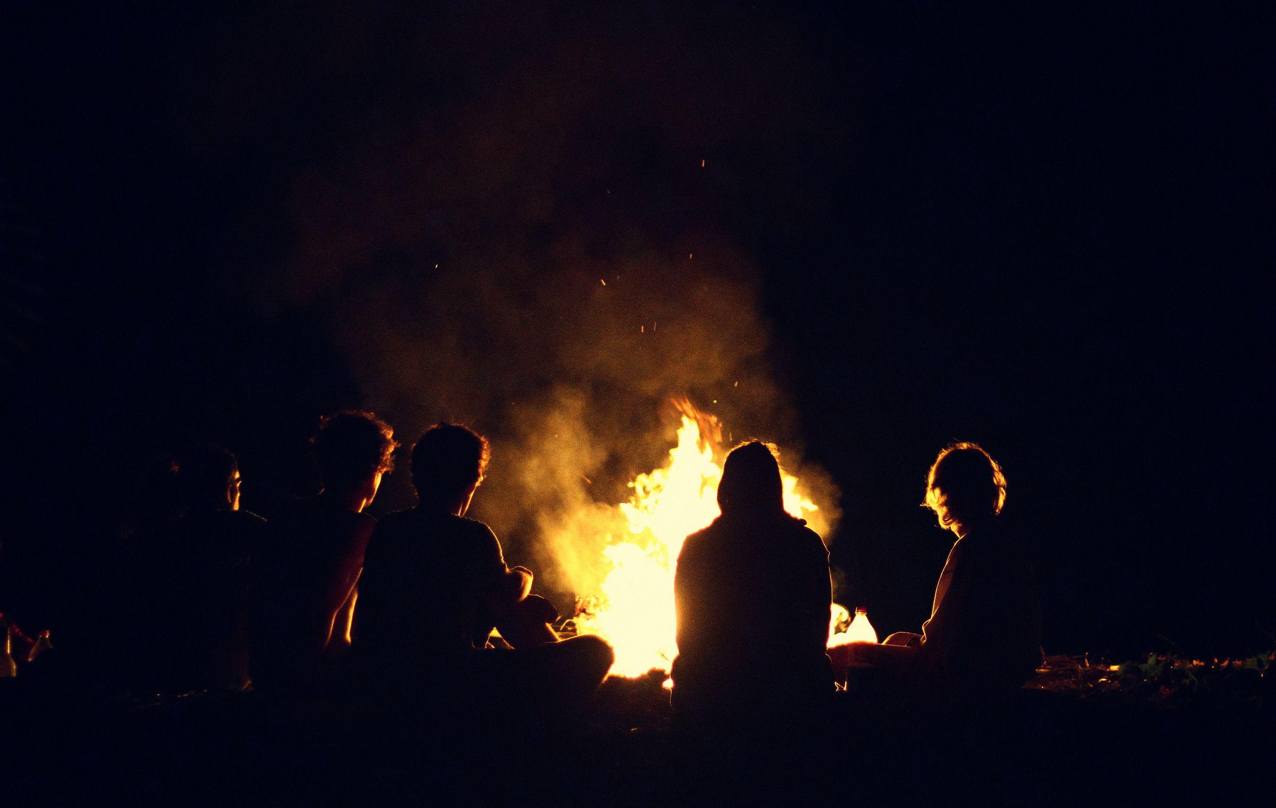 camping advice and tips how to bank a fire. Black Bedroom Furniture Sets. Home Design Ideas