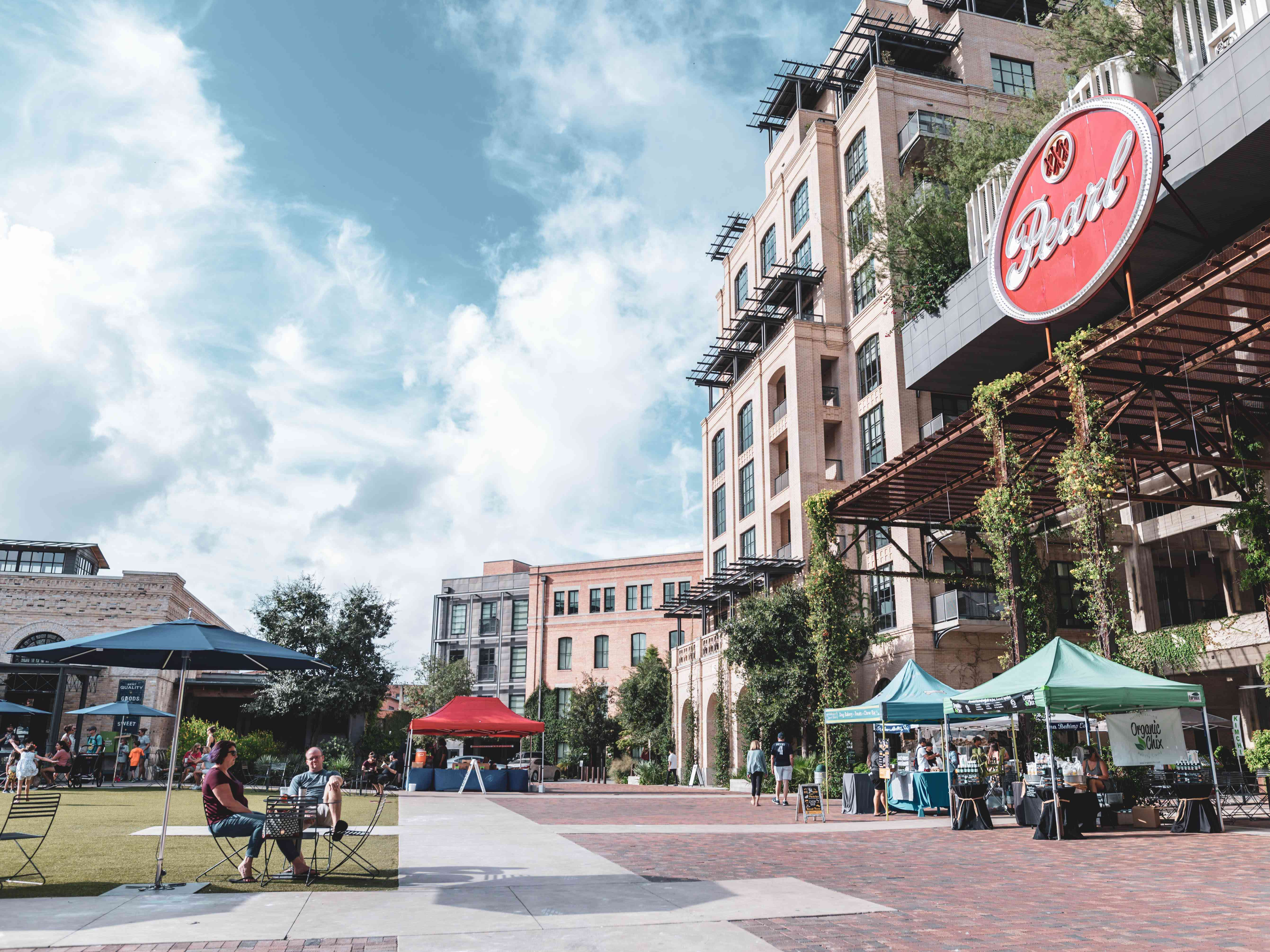 Pearl District shopping and courtyards