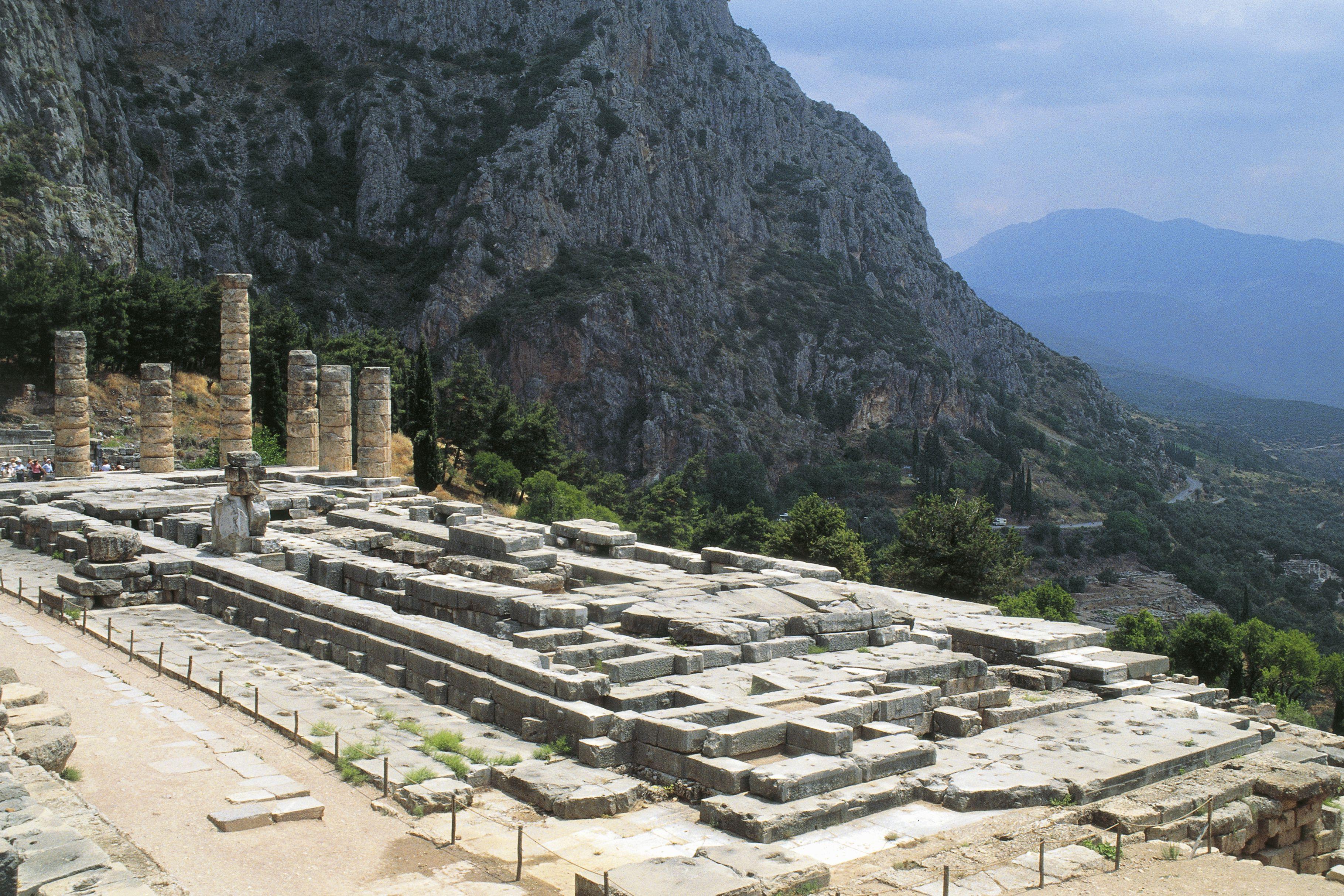 Templo de Apolo, ca 330 aC, Delfos (Lista del Patrimonio Mundial de la UNESCO, 1987), Grecia, civilización griega, siglo IV BC
