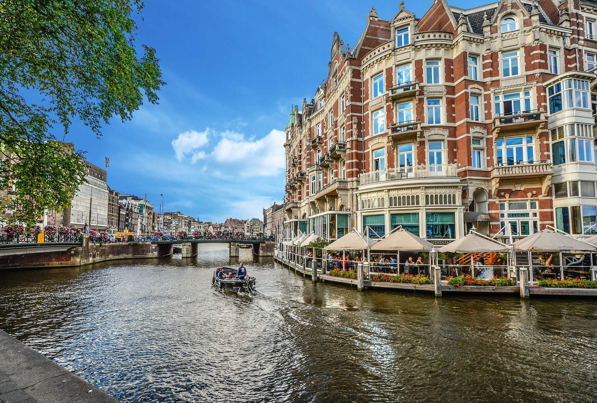 barco del canal de Amsterdam