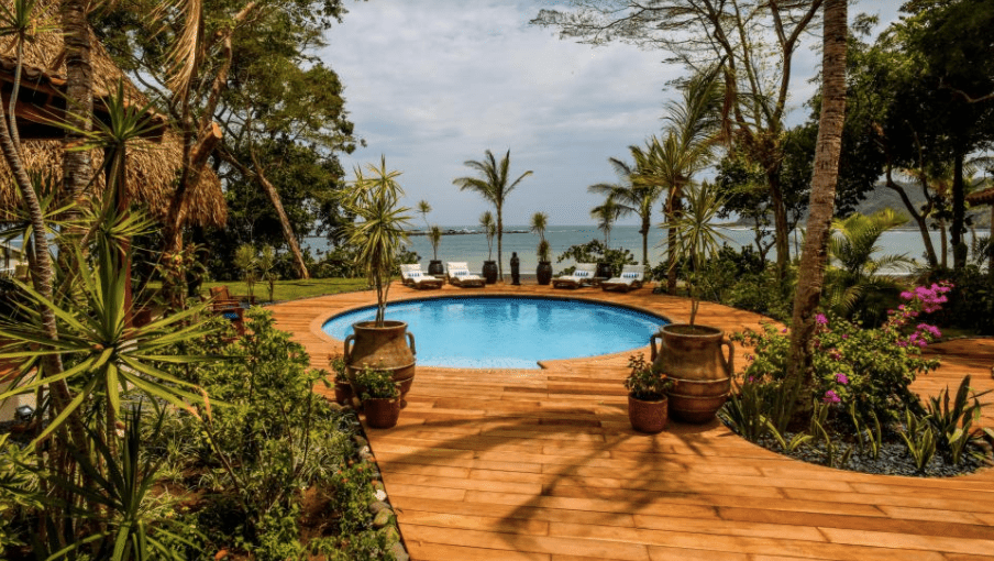 Sansara Surf and Yoga Retreat (Panama)