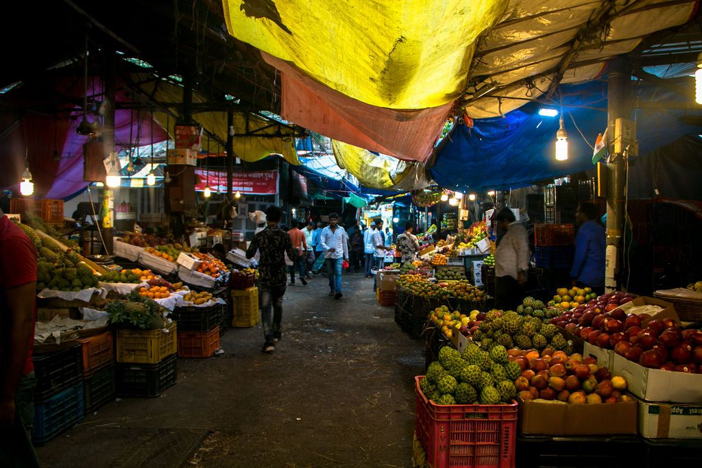 Fruit vendors at Crawford Market