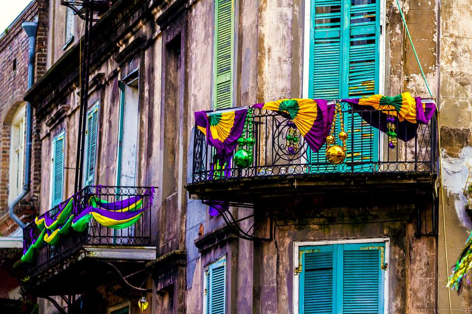 A building located in the French Quarter decorated for Mardi Gras.