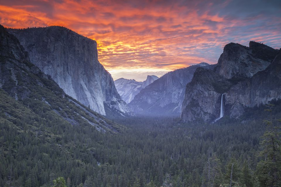 Beautiful sunrise, with views of Yosemite Valley from tunnel view point