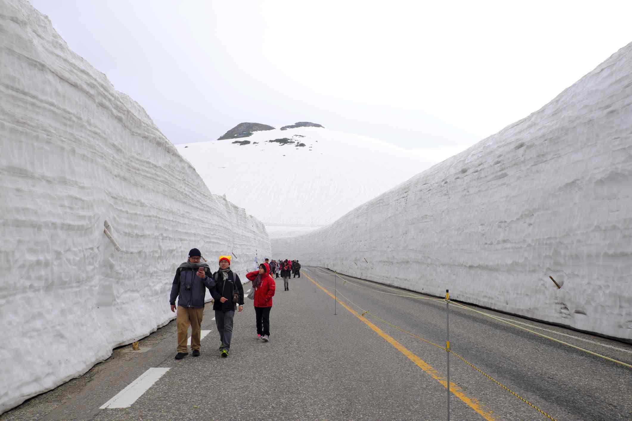 Snow wall nagano