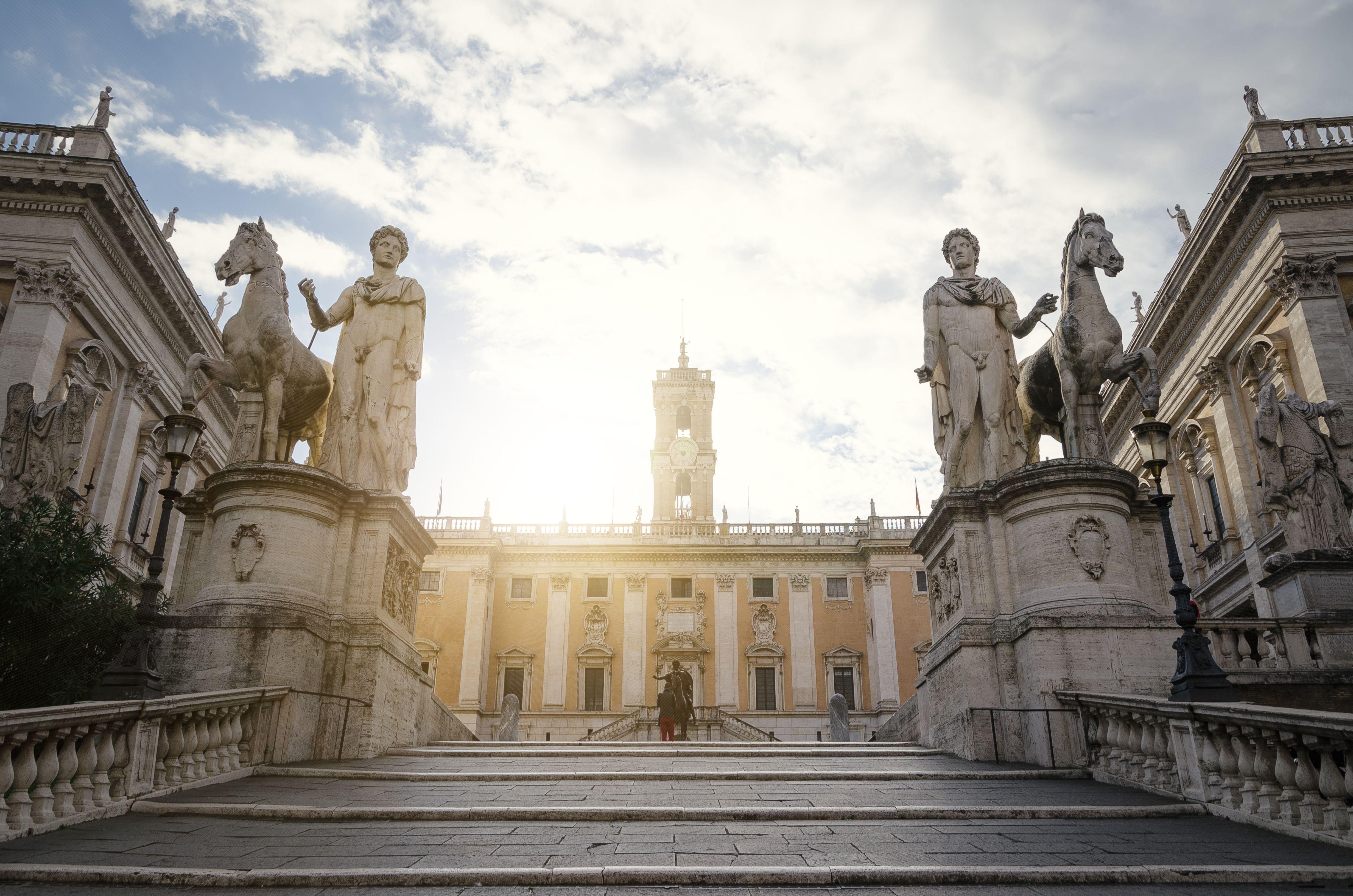 Pasos hasta la Piazza Campidoglio o La Colina Capitolina, centro de Roma, Italia