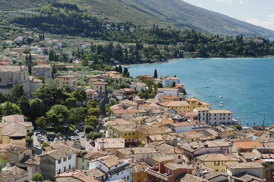 Vista panorámica a Malcesine y al lago de Garda