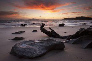 Dawn. Mckenzie Cove, Langs Beach. Hen and Chicken island on horizon. North Island, New Zealand