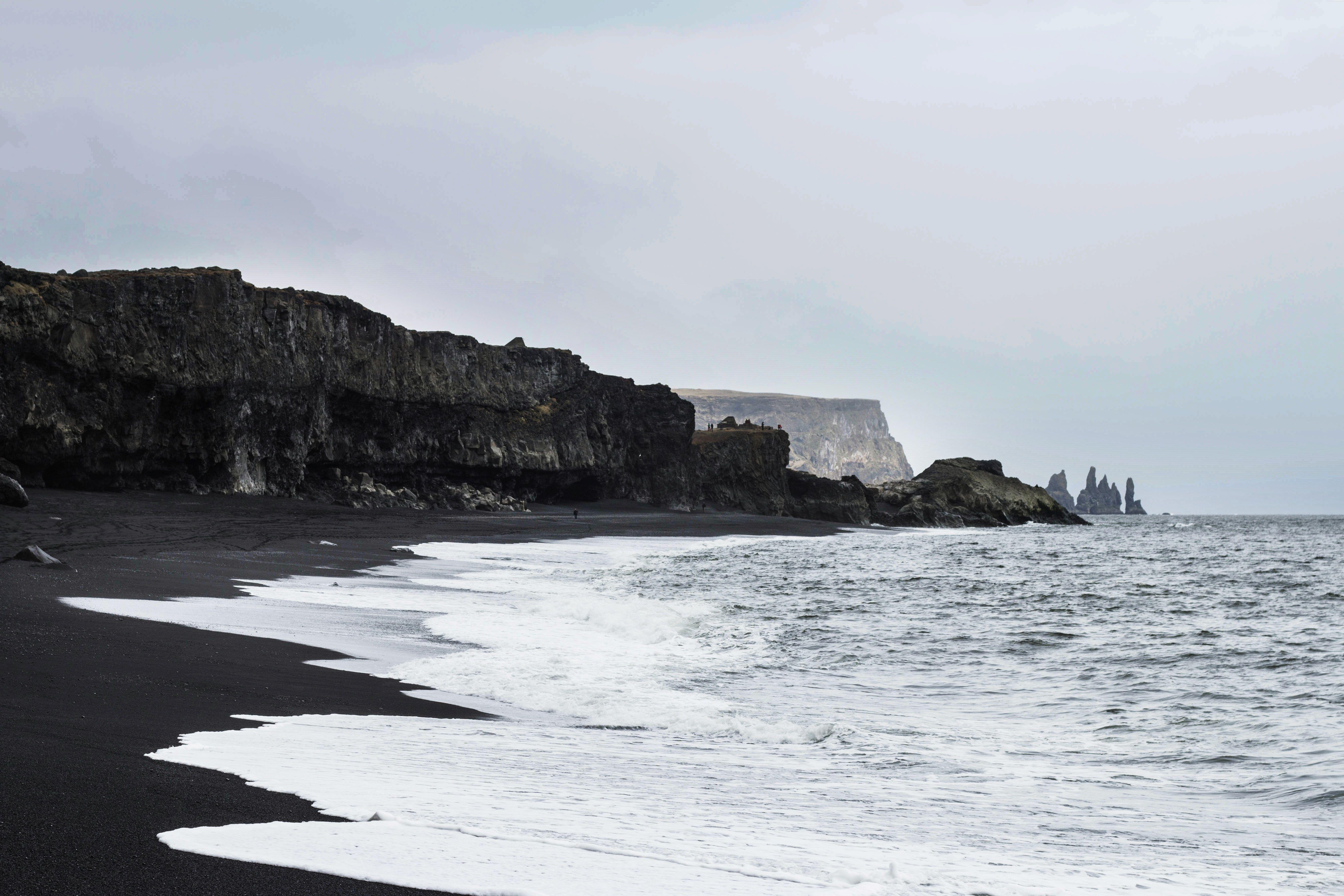 las playas de arena negra de Reynisfjara