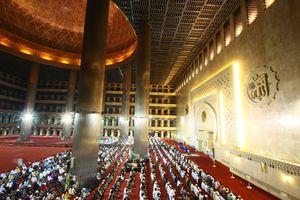 Istiqlal Mosque Interior