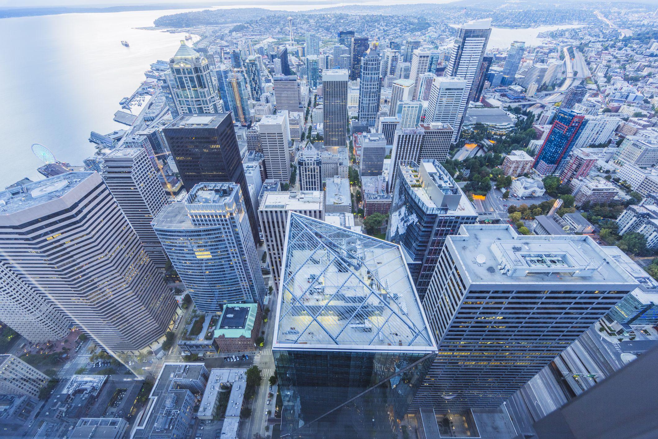 Vista aérea del horizonte costero de Seattle, Estado de Washington, EE. UU.