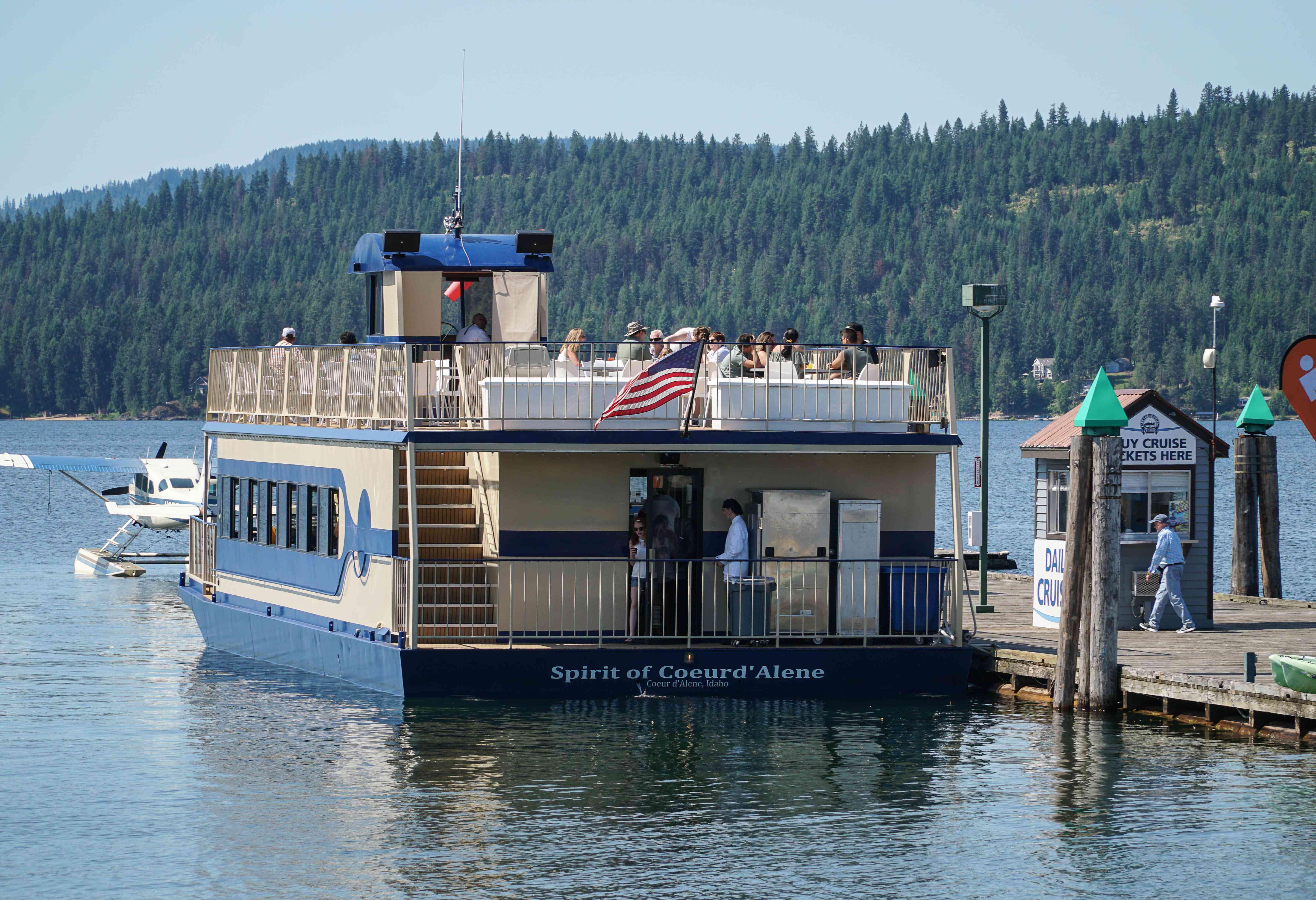 Un crucero escénico en el lago