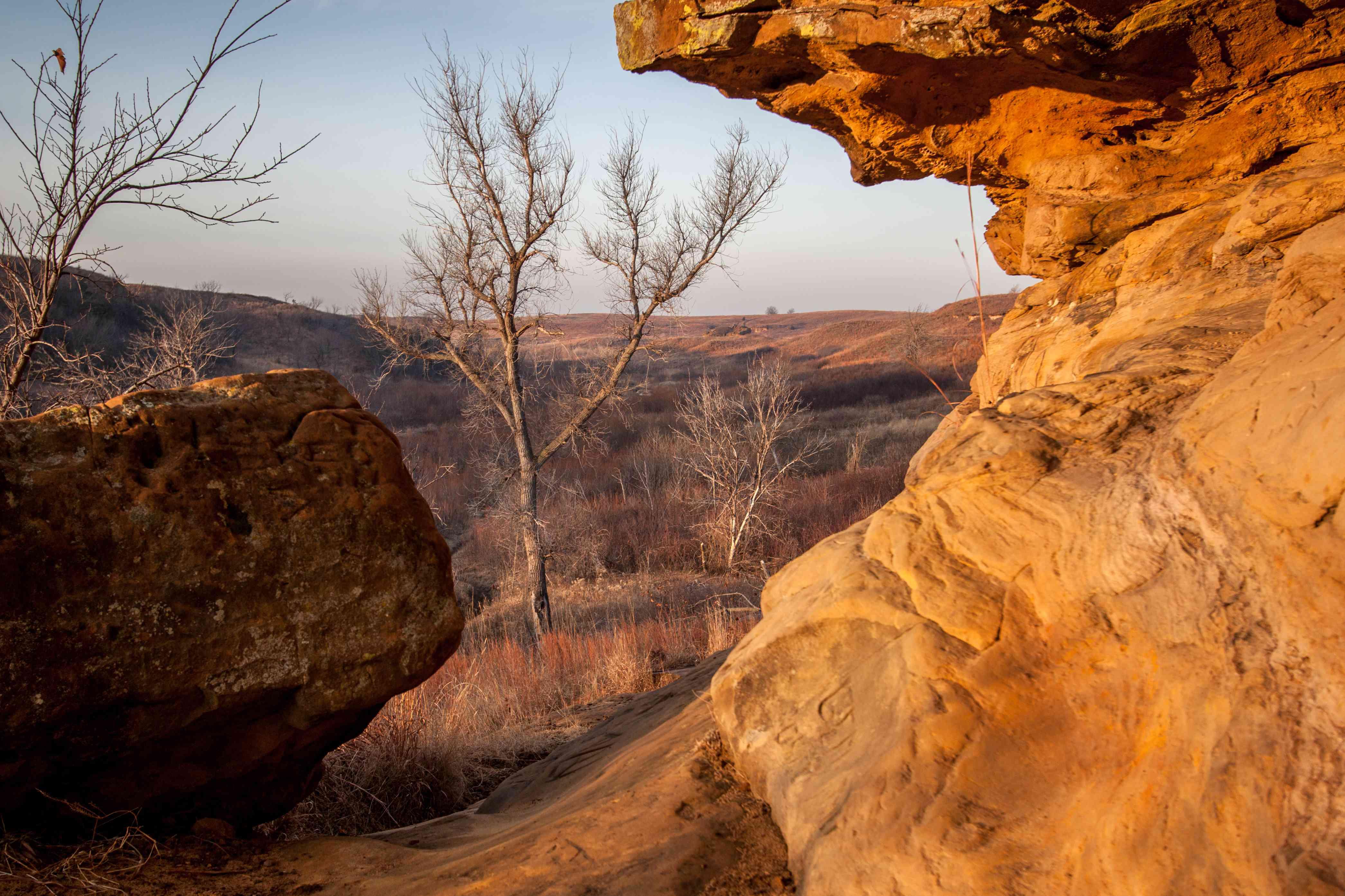 sandstone bluff in kanopolis state park