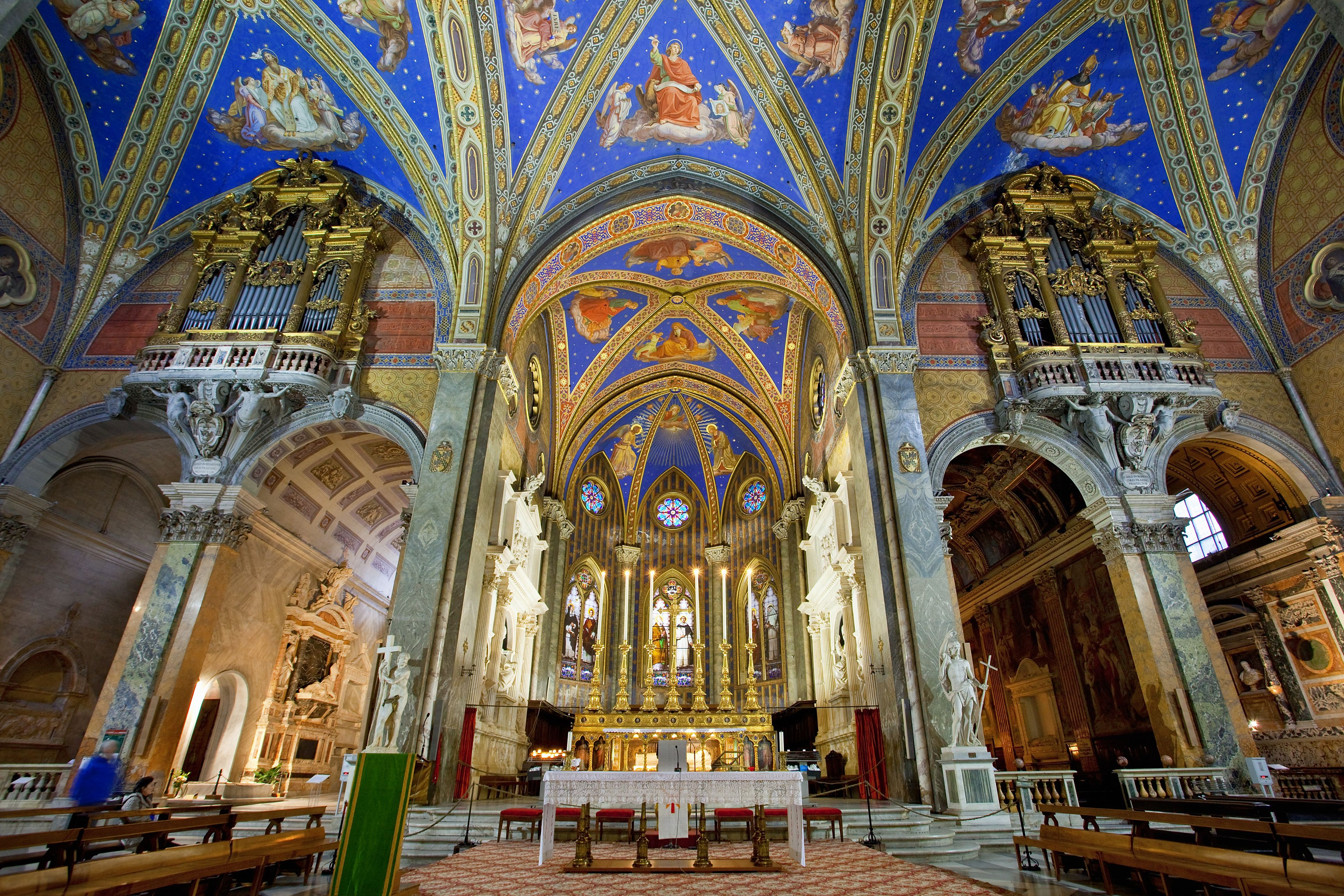 Nave en la iglesia de Santa Maria Sopra Minerva
