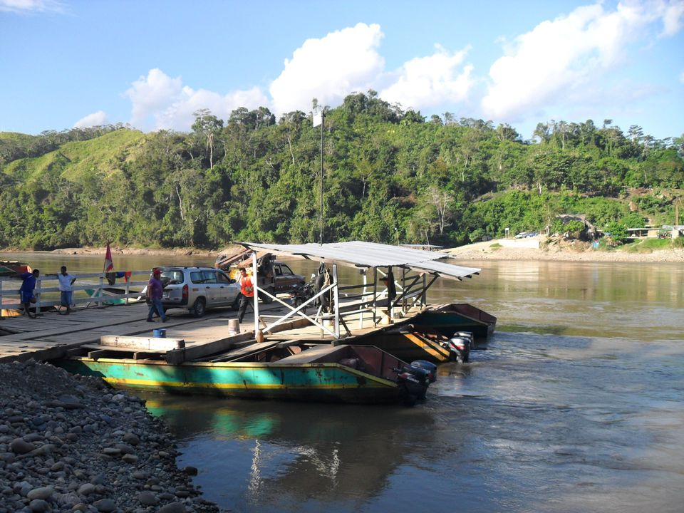 River crossing on the road between Tarapoto and Tingo Maria