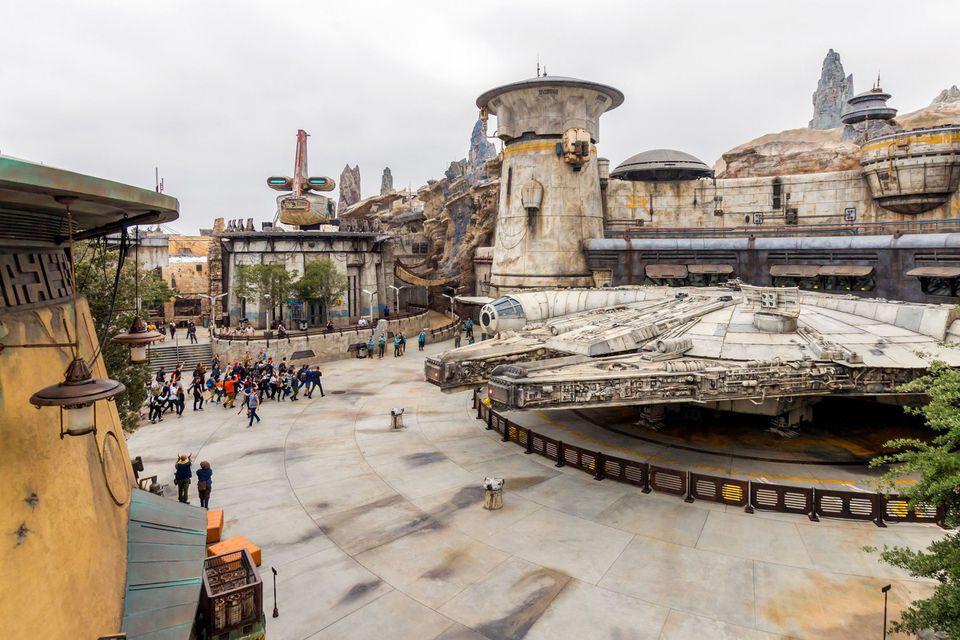 Millennium Falcon and surroundings at Disneyland's Star Wars: Galaxy's Edge