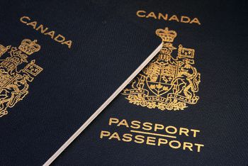 do canadians require a passport to travel to mexico