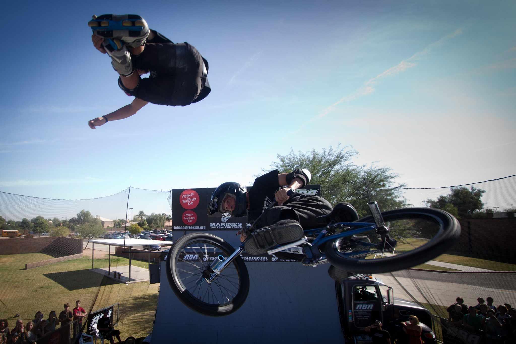 Kid BMX montando como parte de ASA High School Tour en Phoenix
