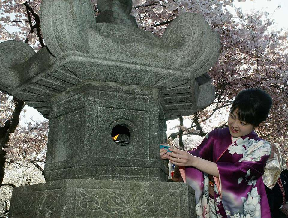Japanese Stone Lantern Lighting Ceremony - Washington DC