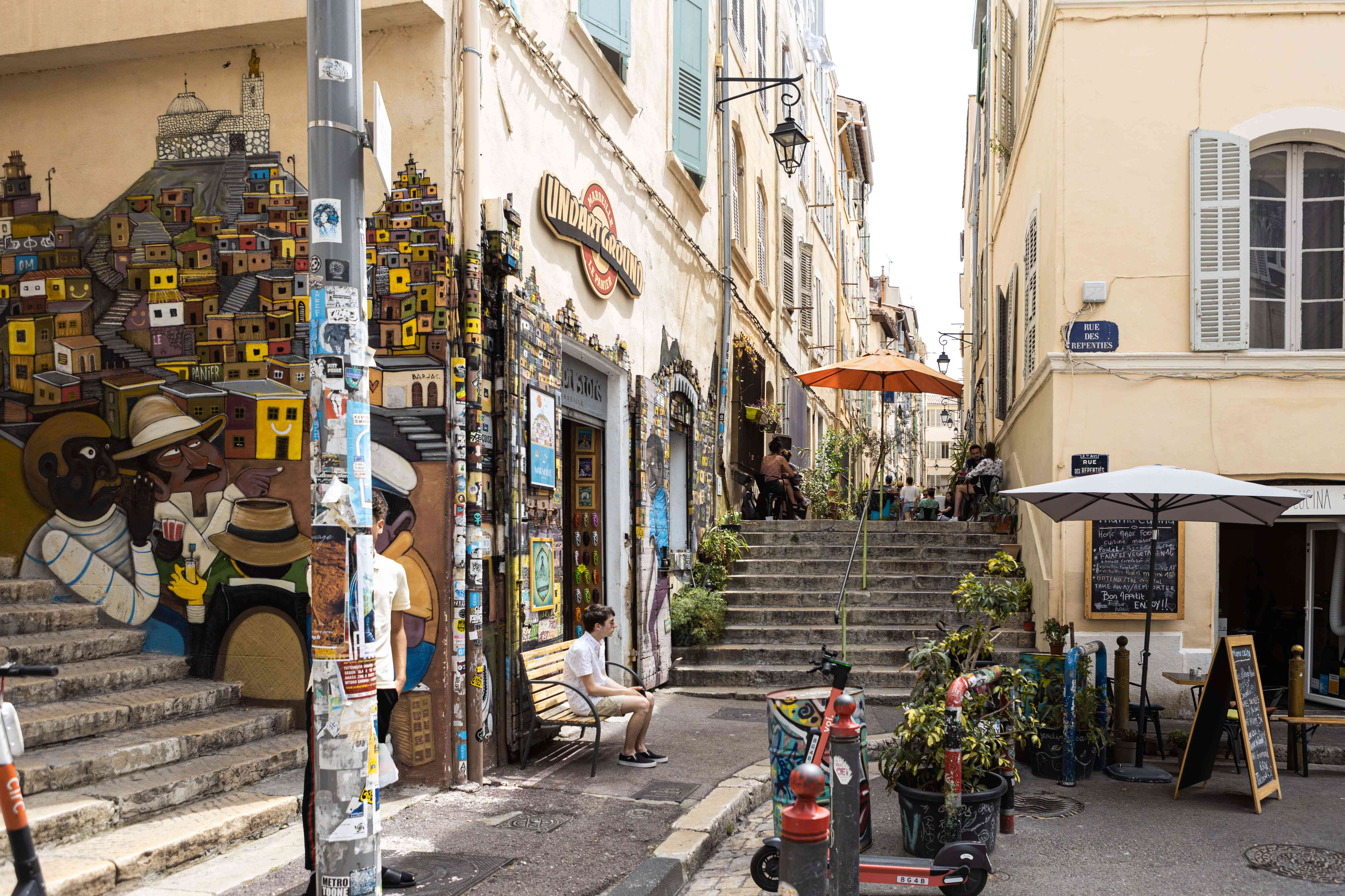 A corner with stairs and street art