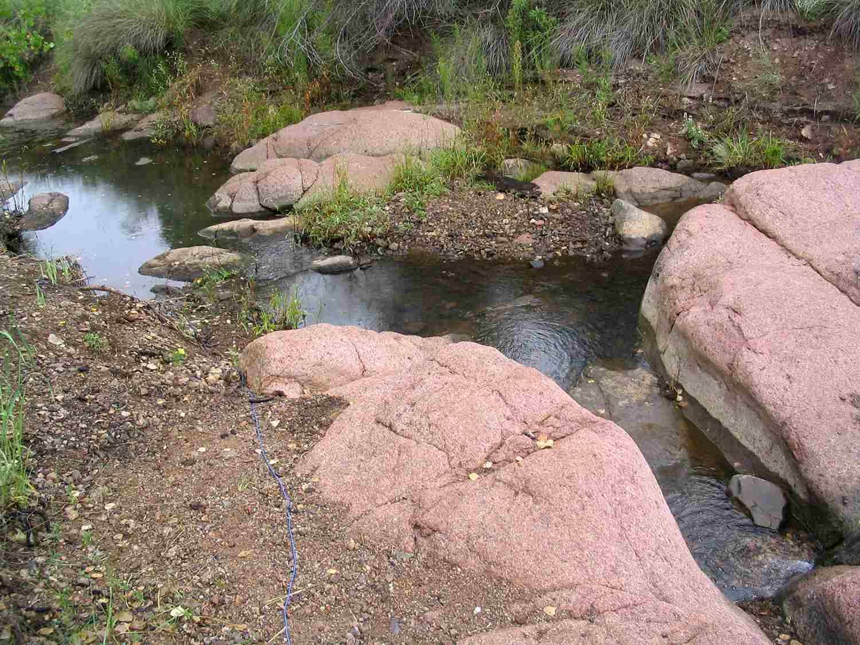 Una corriente que alimenta el lago Parker Canyon