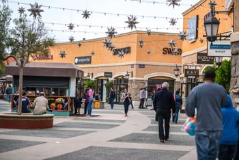 b27cd48f54c1d Shops and Christmas decorations in Las Americas shopping mall