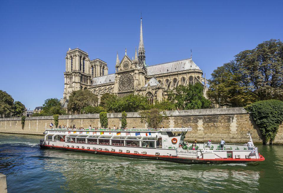 Seine river cruise at Notre Dame de Paris