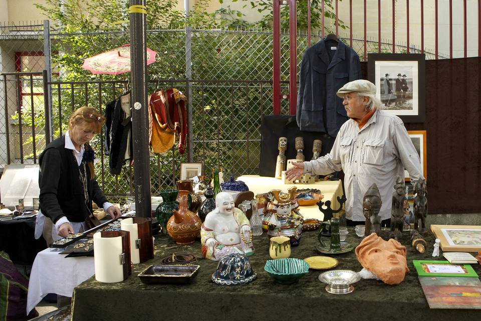The best flea markets in paris a full guide - Marche aux puces de la porte de montreuil ...