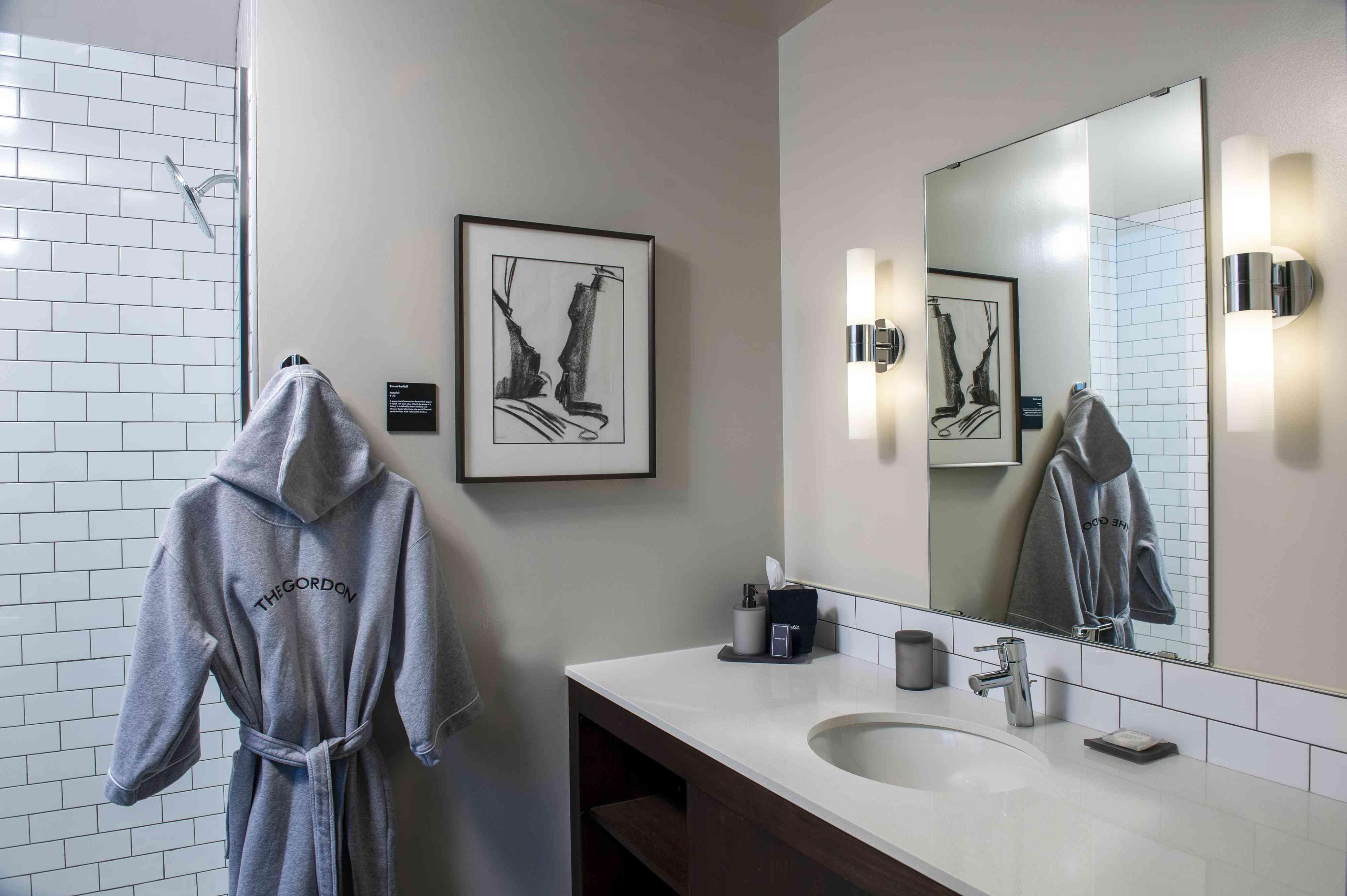 Gordon Hotel bathroom