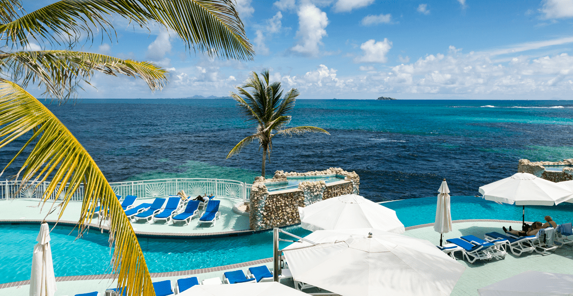 The pool overlooking the ocean at Oyster Bay Beach Resort