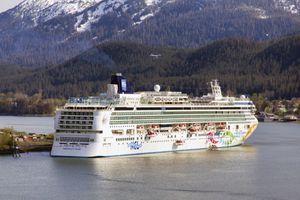 Norwegian Pearl in Alaska